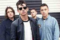 Videos: Arctic Monkeys perform new song
